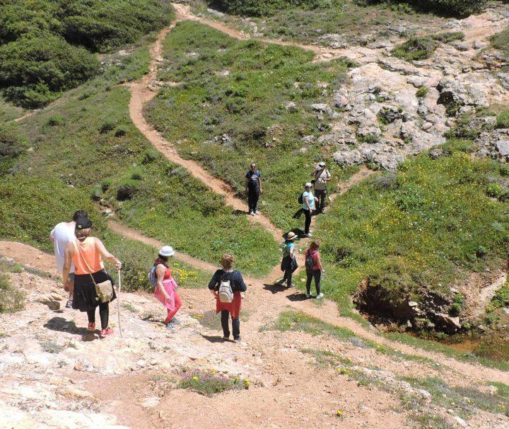 O percurso começa na aldeia de Marmelete até ao Miradouro.