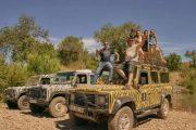 Viaje num Land Rover e guia local experiente.