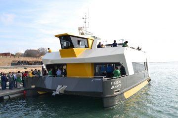 Catamaran com capacidade para 200 pessoas