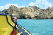Explore as caves de barco em albufeira